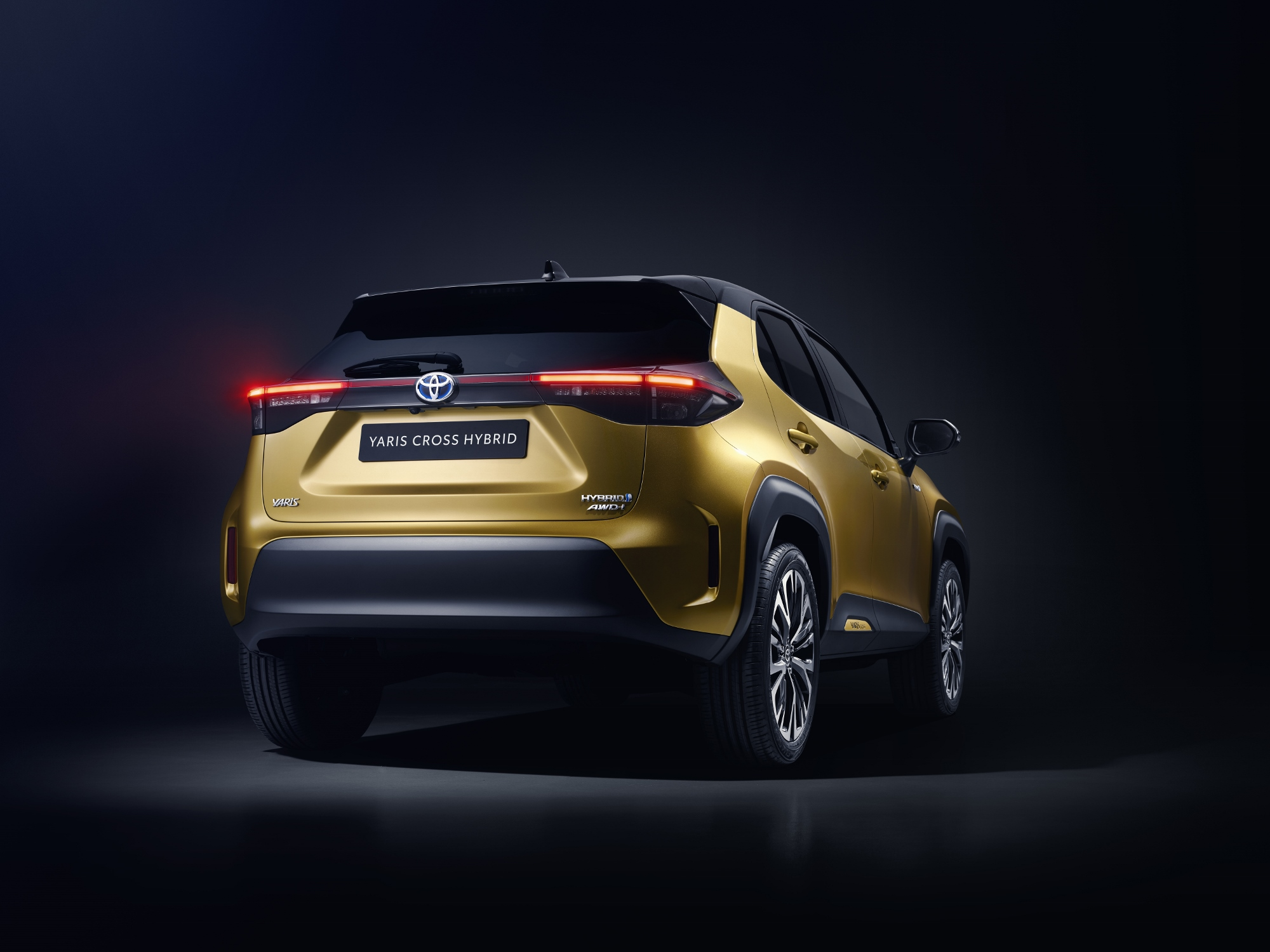 toyota-new-yaris-cross-rear (2000x1500)