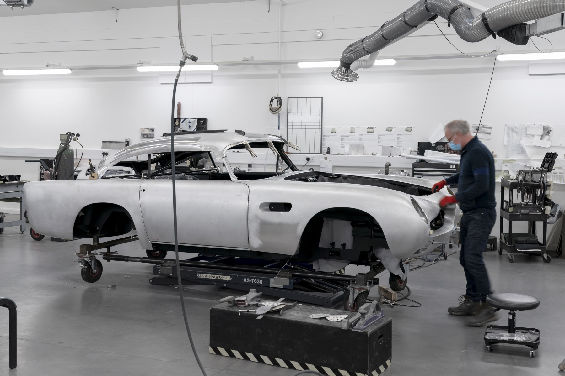 Aston Martin DB5 Goldfinger Continuation (2)