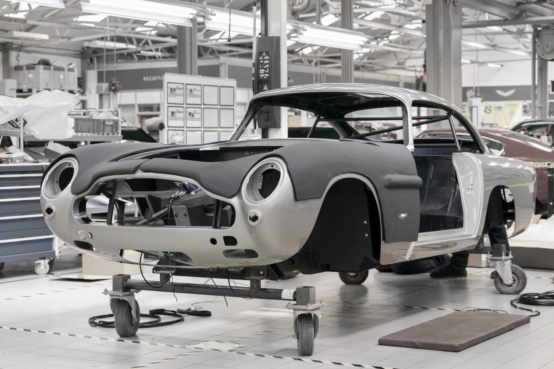 Aston Martin DB5 Goldfinger Continuation (4)