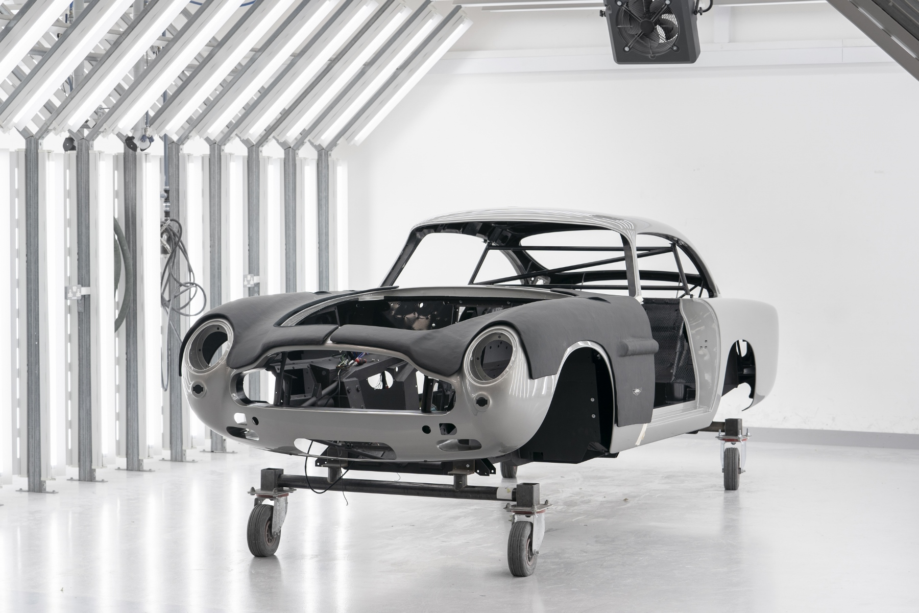 Aston Martin DB5 Goldfinger Continuation (5)