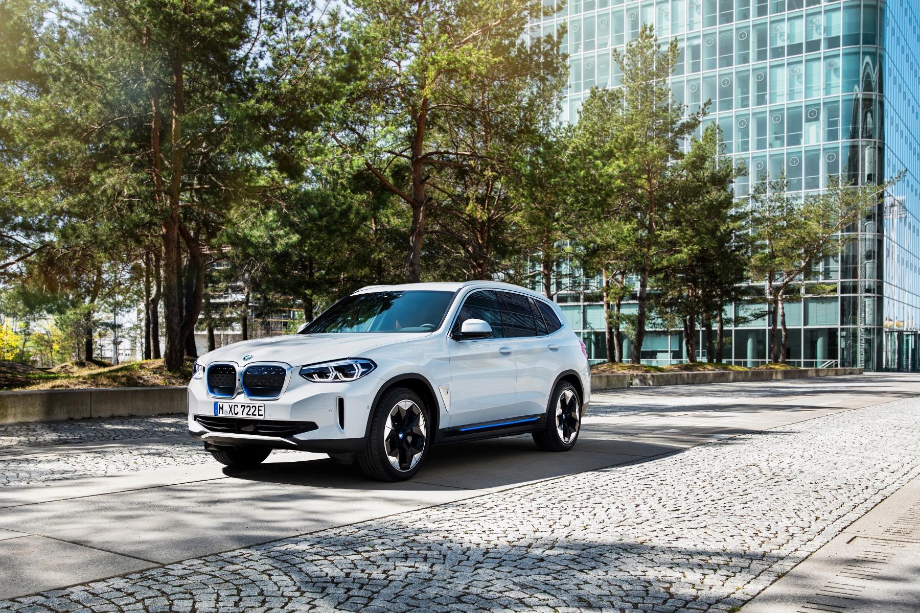 BMW iX3 (1)