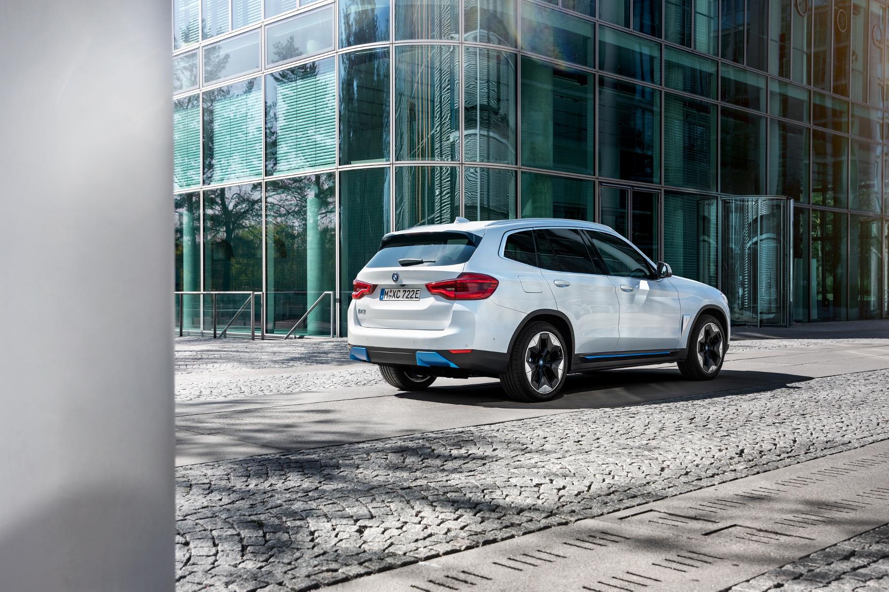 BMW iX3 (12)