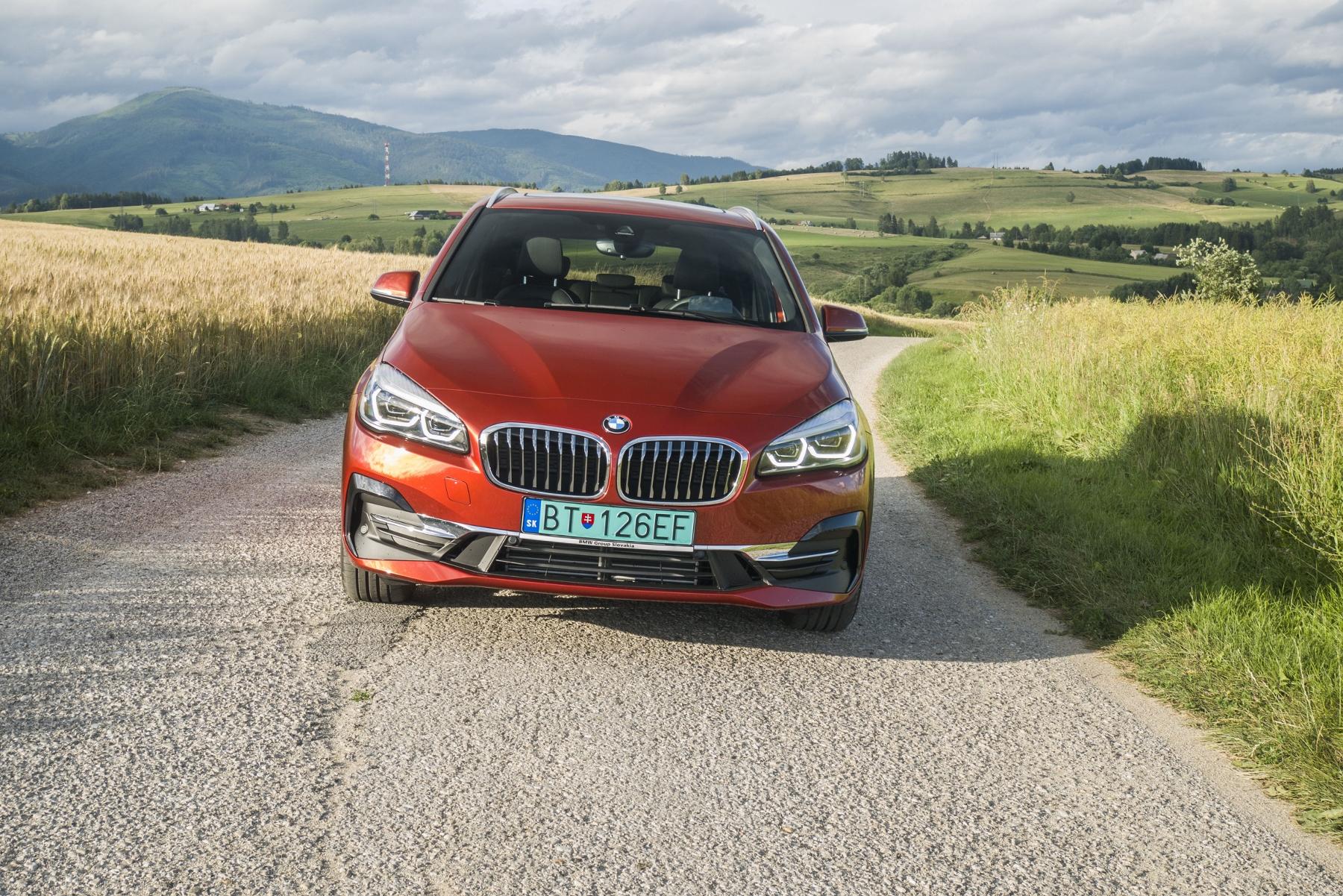 BMW 225 xe (2)