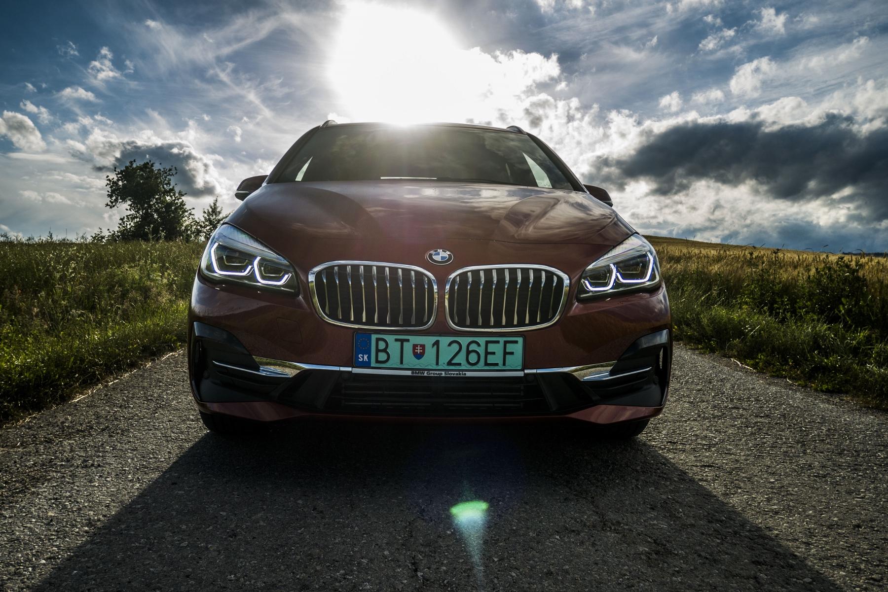 BMW 225 xe (5)