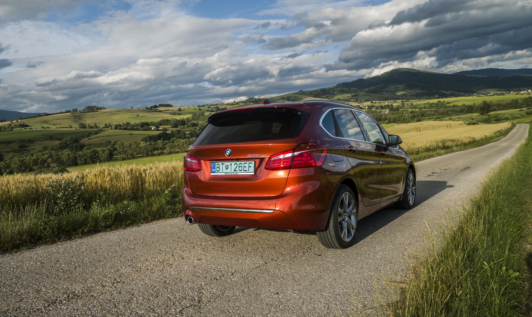 BMW 225 xe (6)