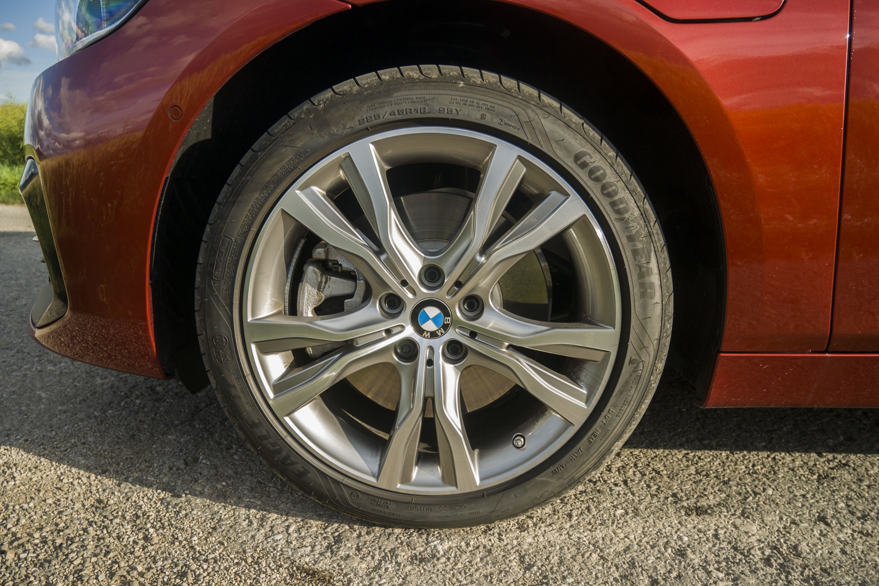 BMW 225 xe (9)