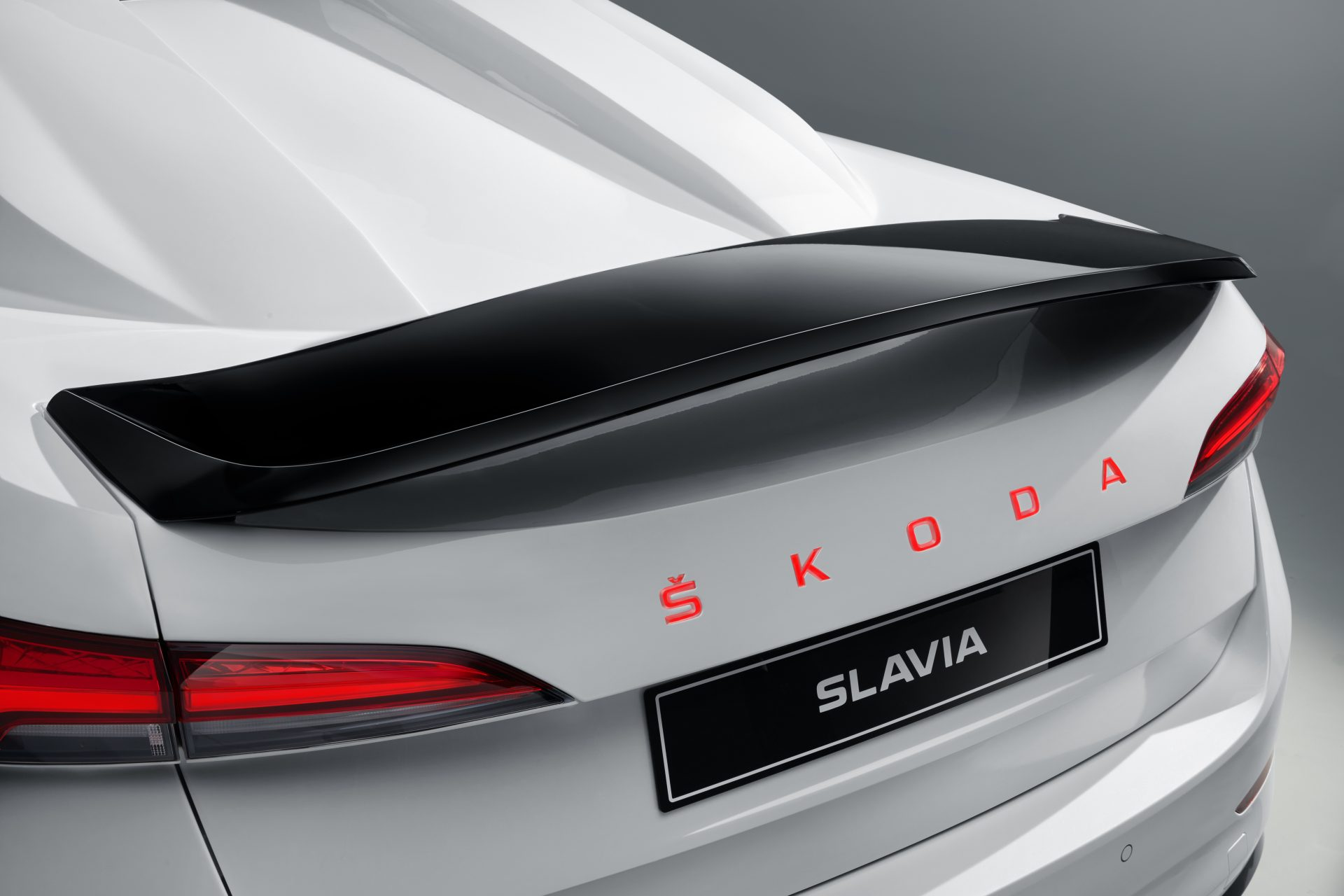 05_SKODA_SLAVIA_studio-1920x1280