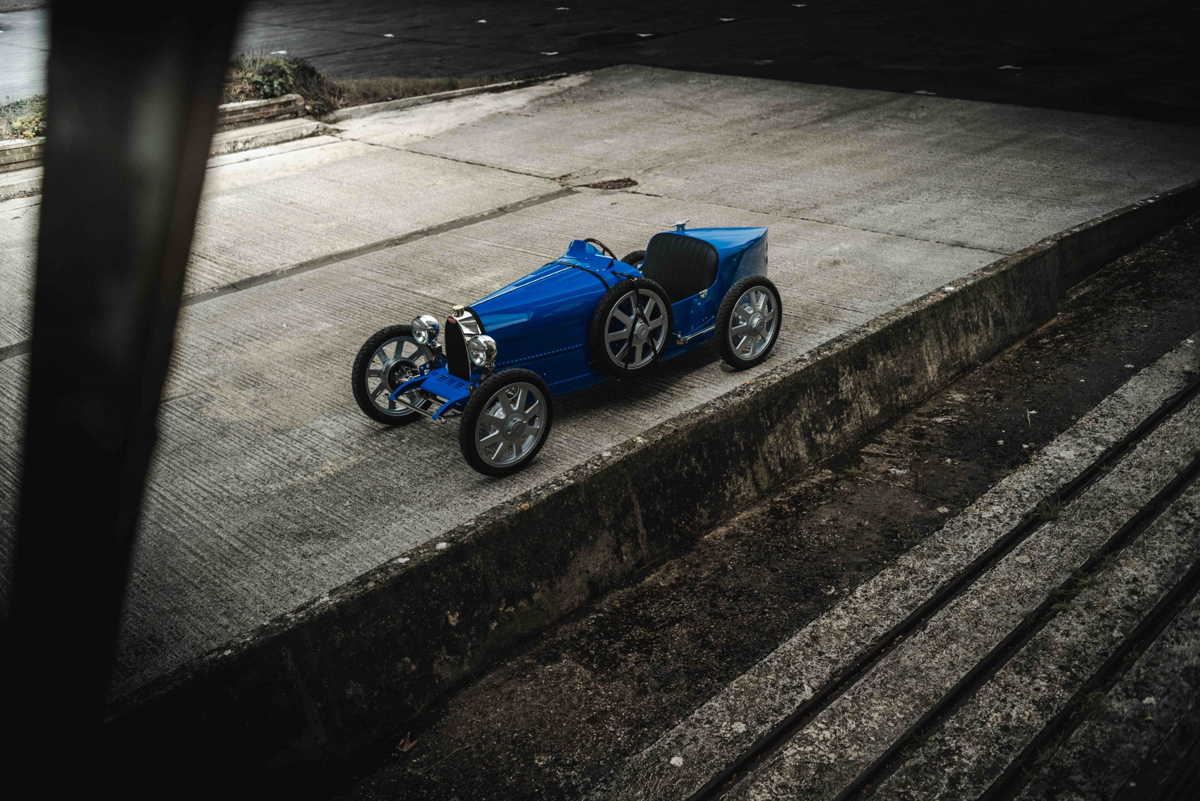 Fully electric with a limited-slip differential and regenerative braking (1700x1134)