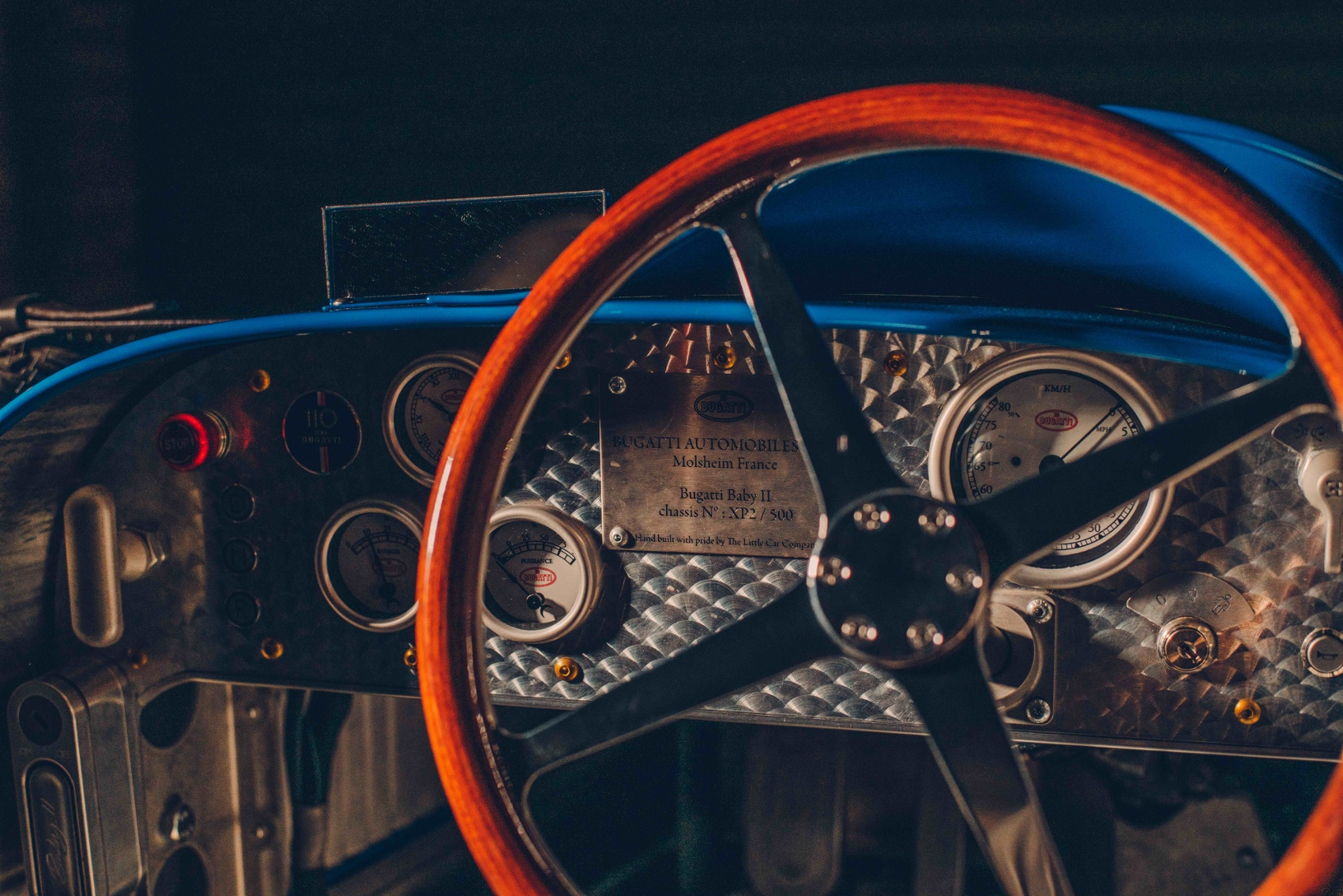 The distinctive four-spoke steering wheel is a scale recreation of that seen on the Type 35 (1700x1134)