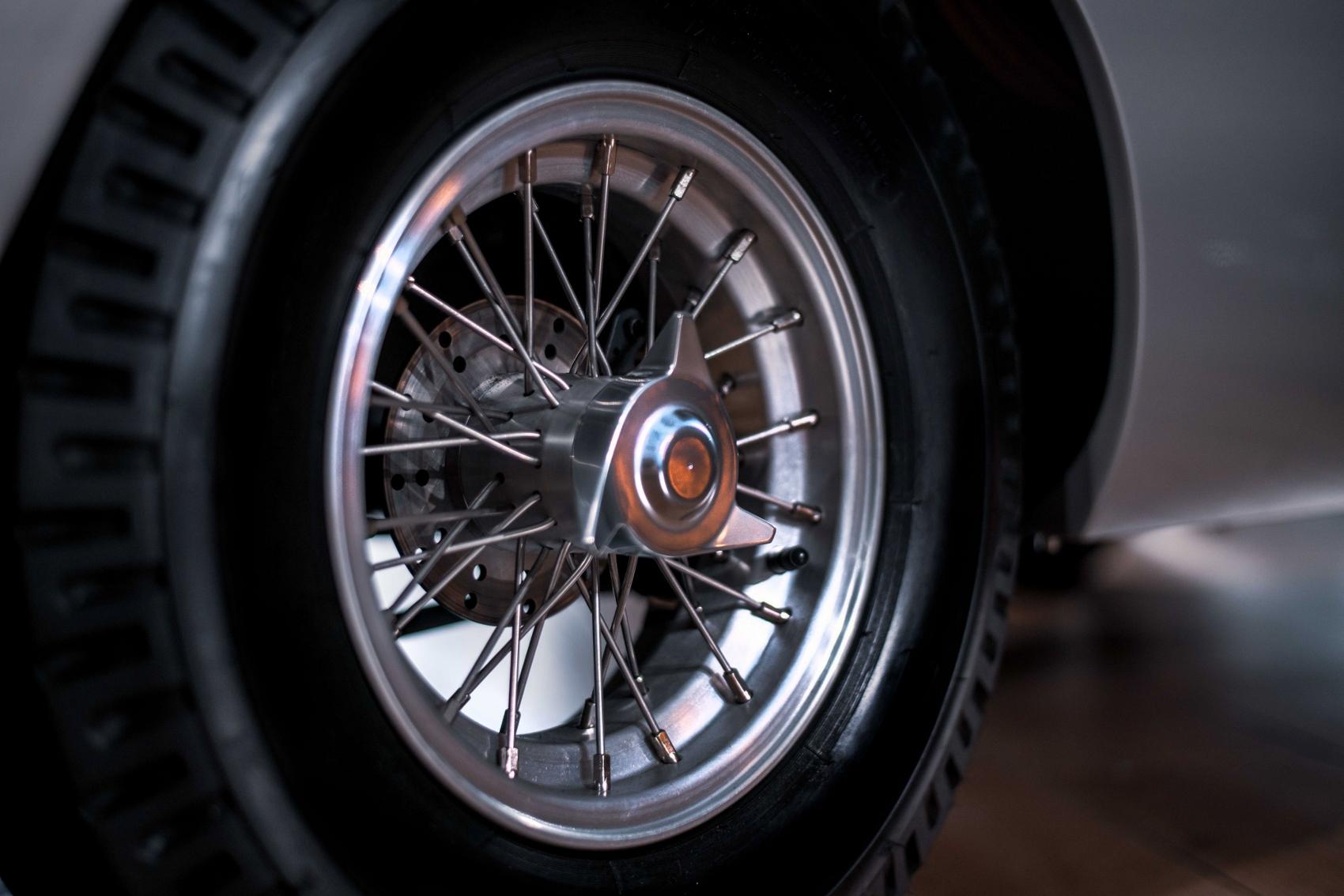 DB5Junior_Details_Wheel (1700x1134)