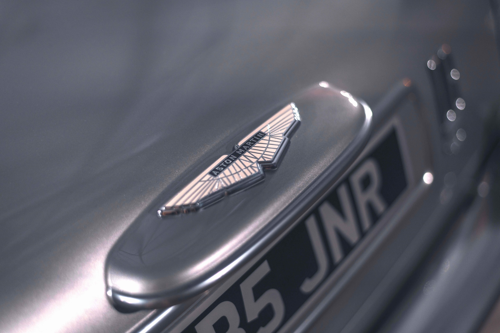 DB5Junior_Details_Wingsrear (1700x1134)