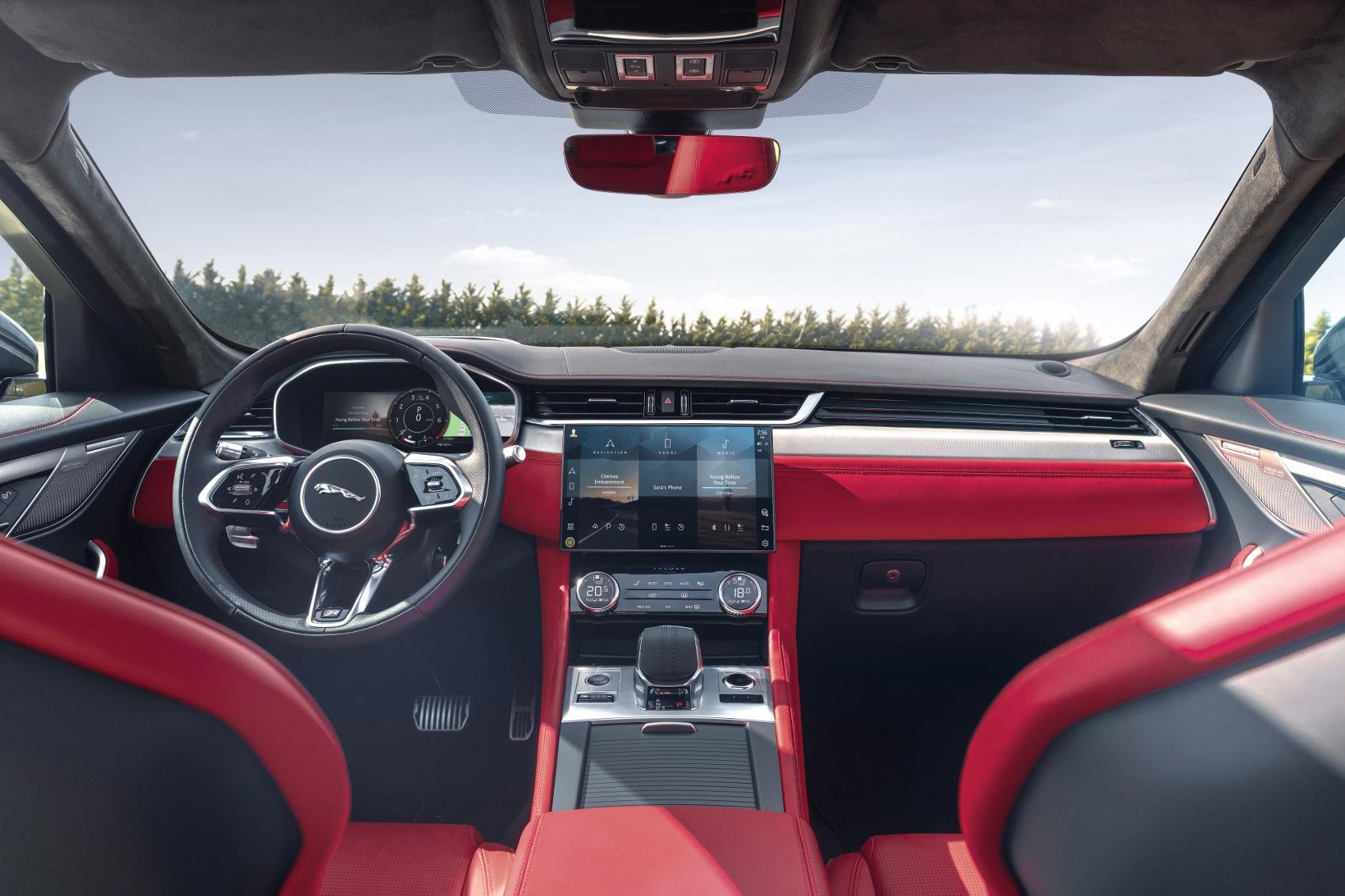 Jaguar F-Pace (21)