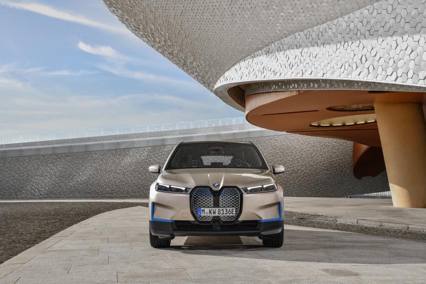 BMW iX (1)