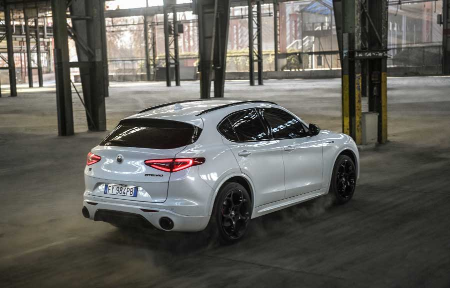 Alfa Romeo Stelvio Veloce Ti je nová verzia SUV. Štýlom kopíruje Stelvio Quadrifoglio