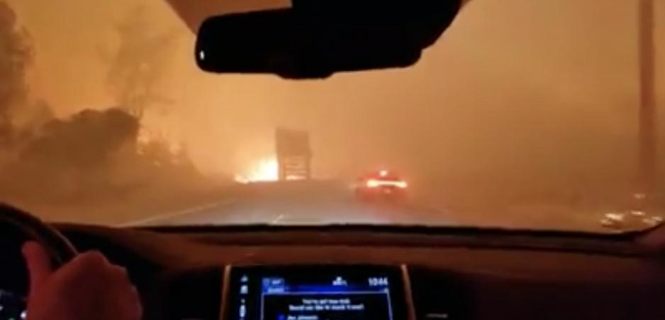 Autom v pekle: Takto vyzerá cesta kalifornskými požiarmi
