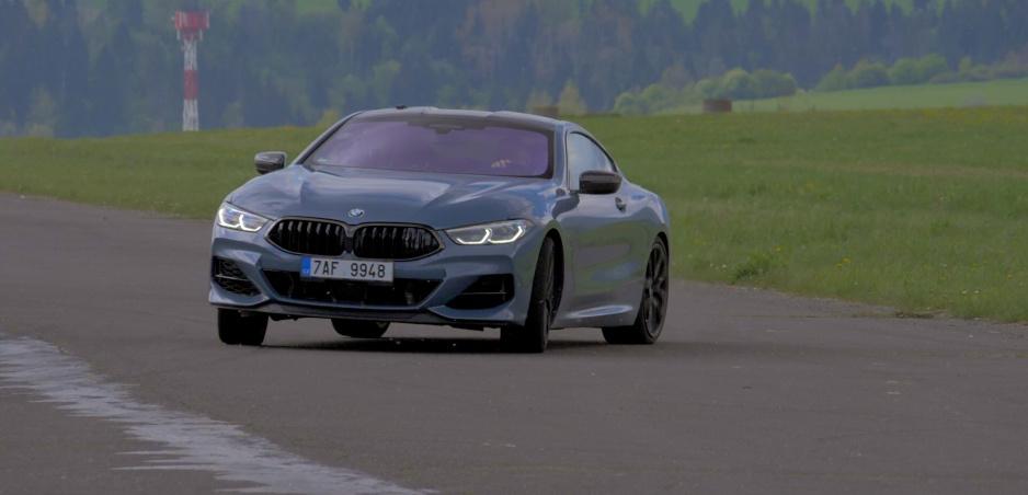 BMW 850i nie je taká bomba ako prvá osmička, vďaka tomu prežije