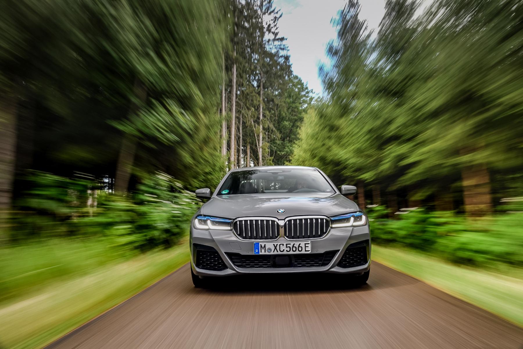 BMW radu 5 dostane silnejší plug in hybrid 545e xDrive