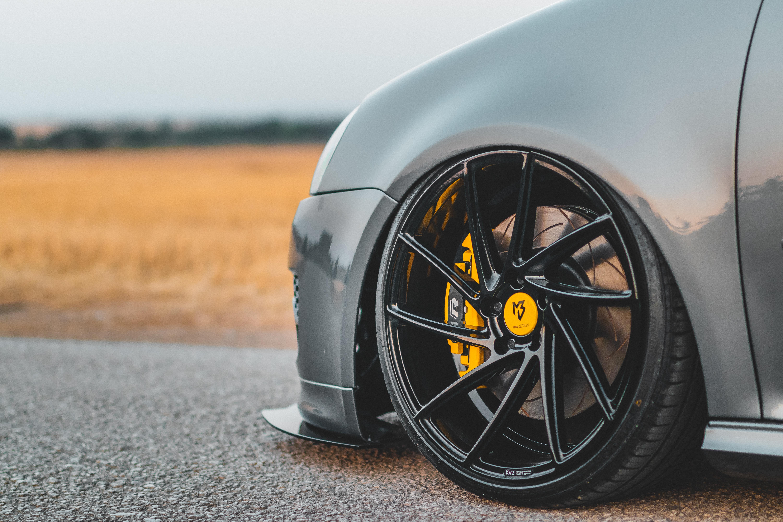 Brzdy – ako ich efektívne šetriť v bežnej premávke?