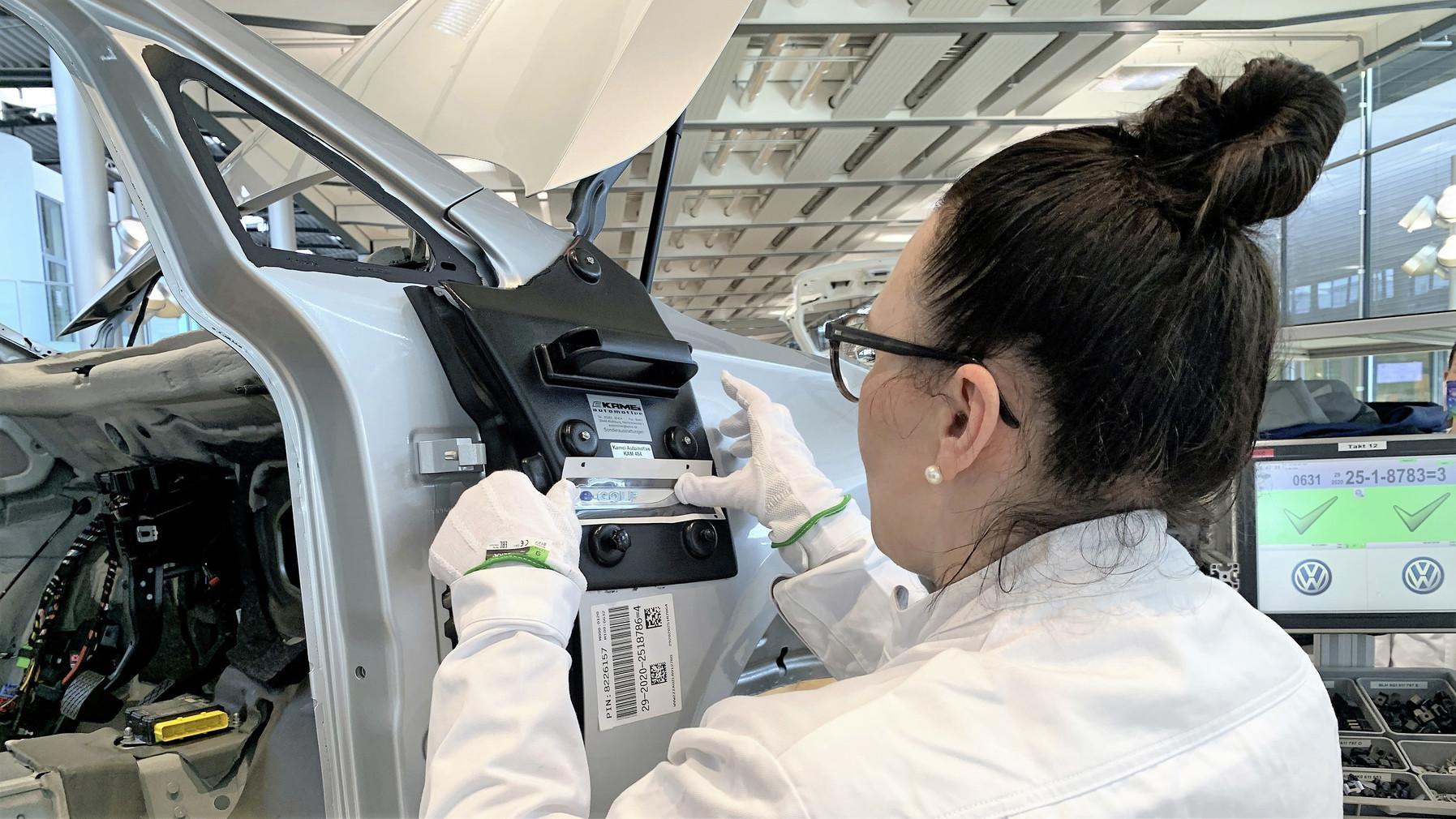 Chcete pomôcť s výrobou elektrického e-Golfu? Za 215 eur vám to VW umožní