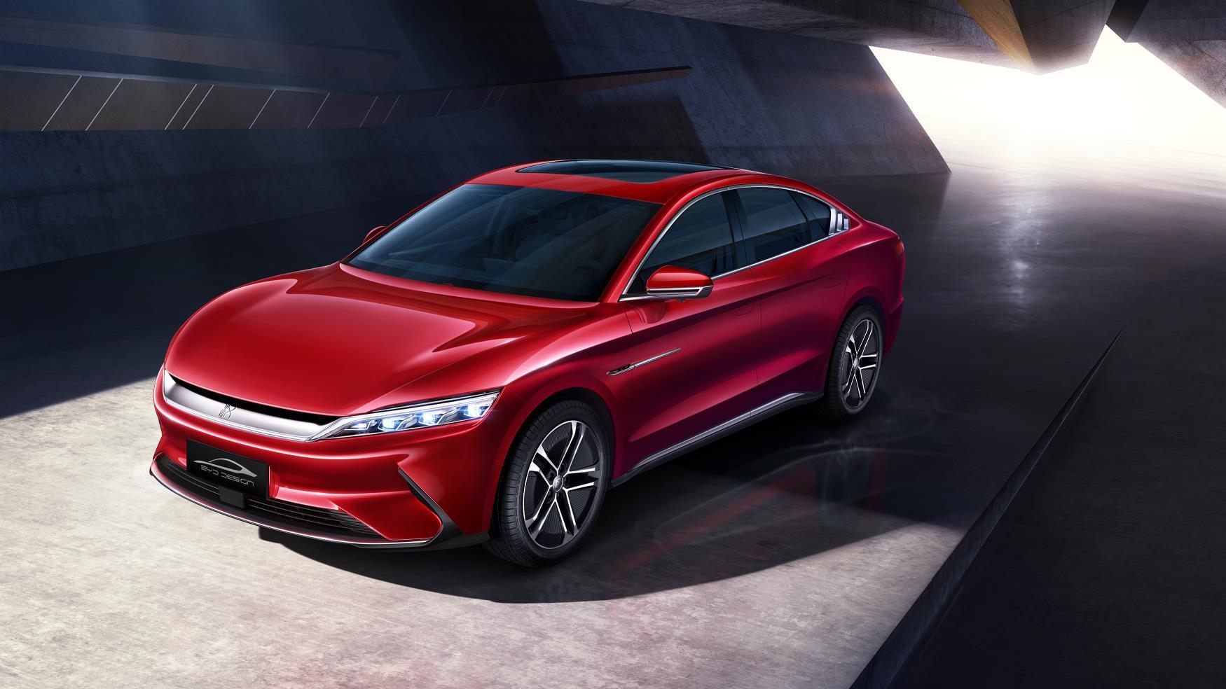 Čínsky elektromobil BYD Han zaútočí na prémiový segment v Európe. Poznáme aj ceny