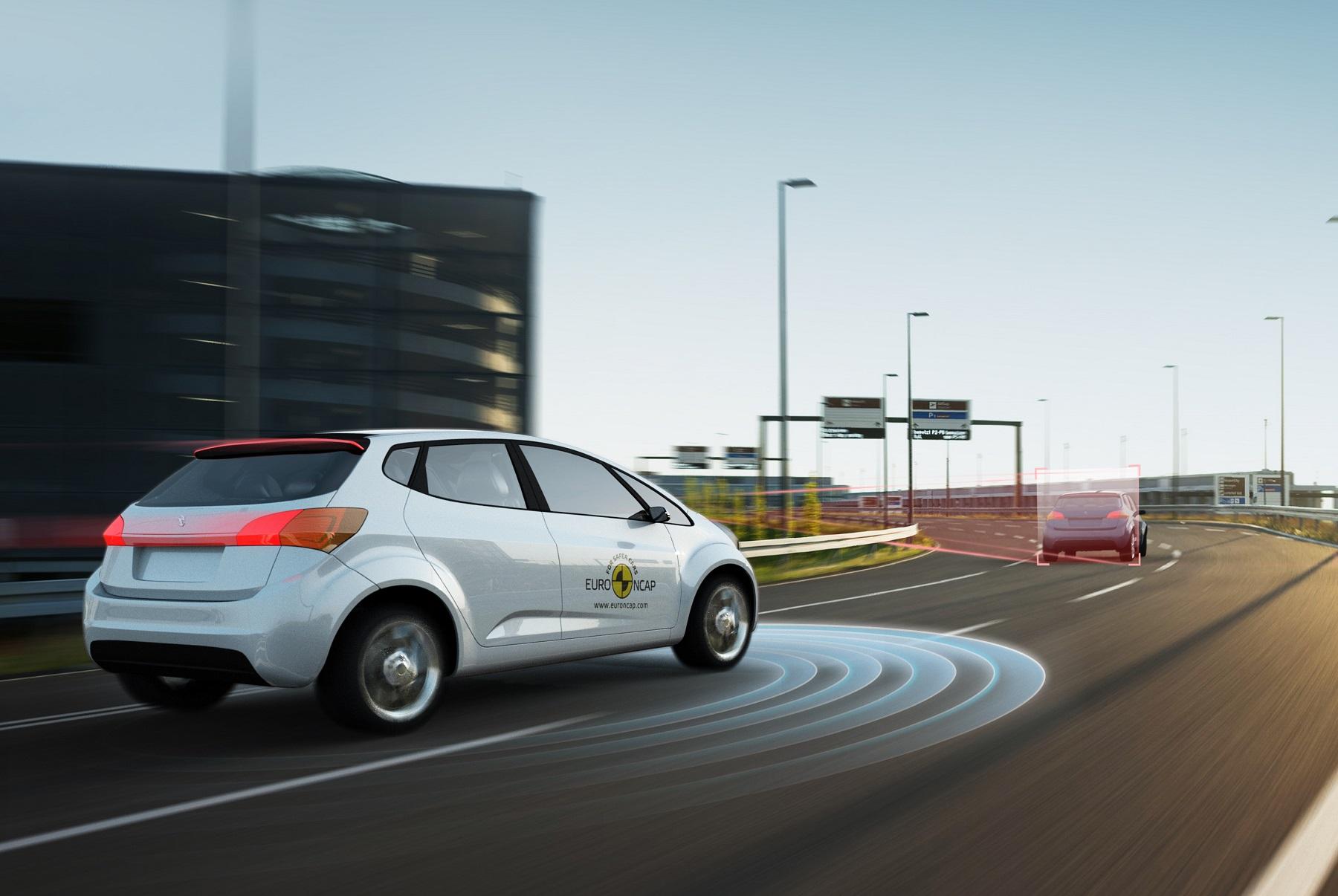Euro NCAP hodnotilo asistentov jazdy po diaľnici, Tesla sa nevyznamenala