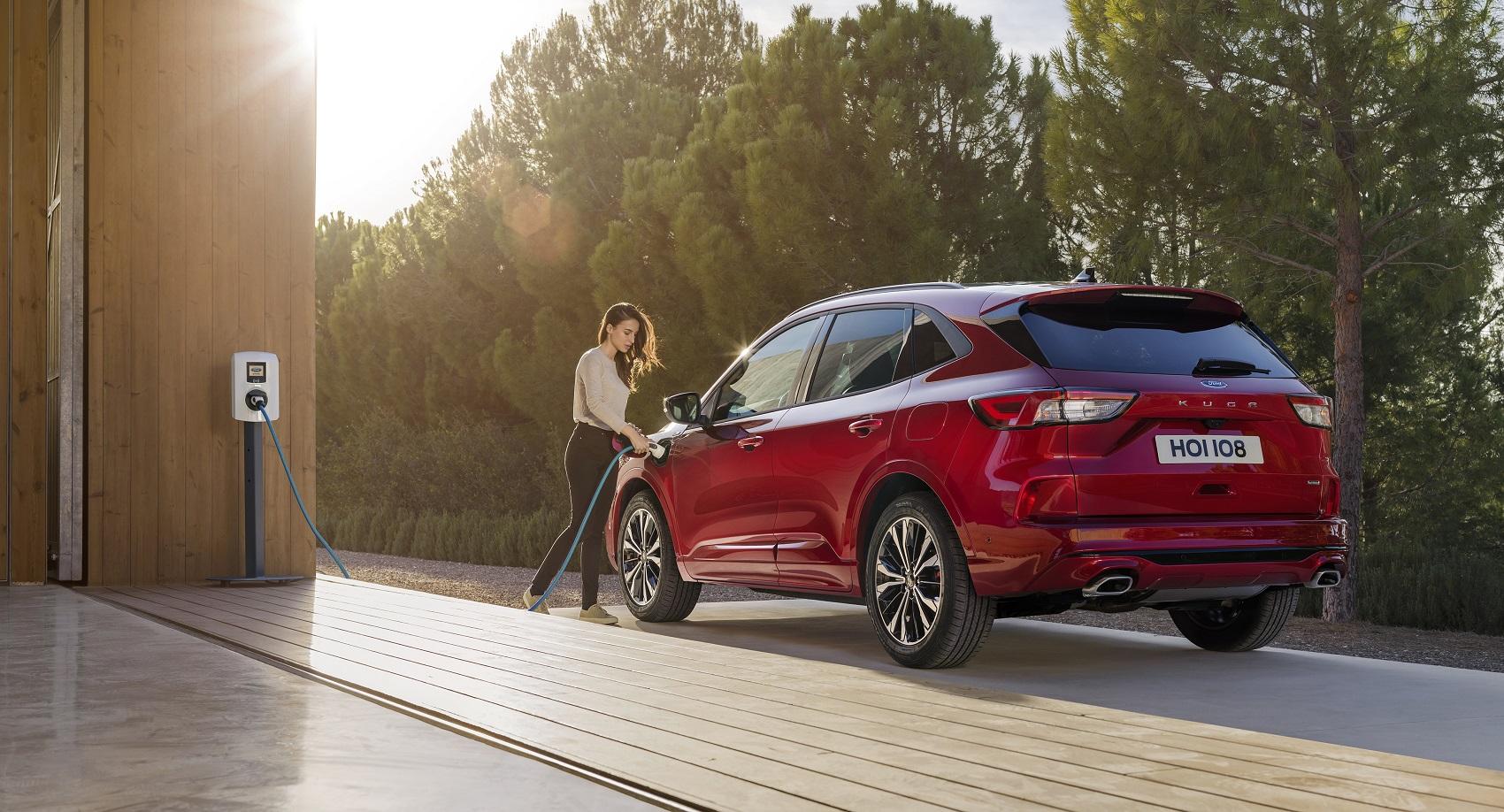 Ford nakúpi emisné limity od Volva. Príčinou sú požiare hybridnej Kugy