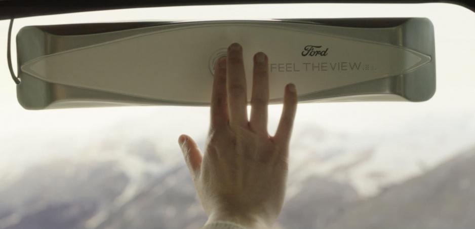 Ford vyrobil okno, ktoré poskytne výhľad aj slepým pasažierom