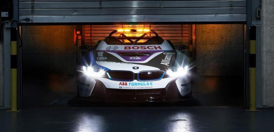 Formula E má nové safety car. Bude ním BMW i8 Roadster
