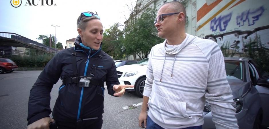 FUN TEST: Truhlík a Sajfa v Peugeote 5008 spravili taxi mladým hokejistom
