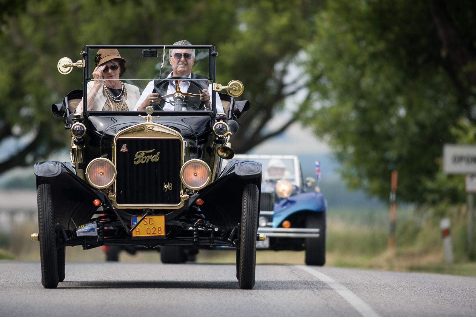 Historické vozidlá sa stretli v Oponiciach. Pozrite si ich vo veľkej galérii