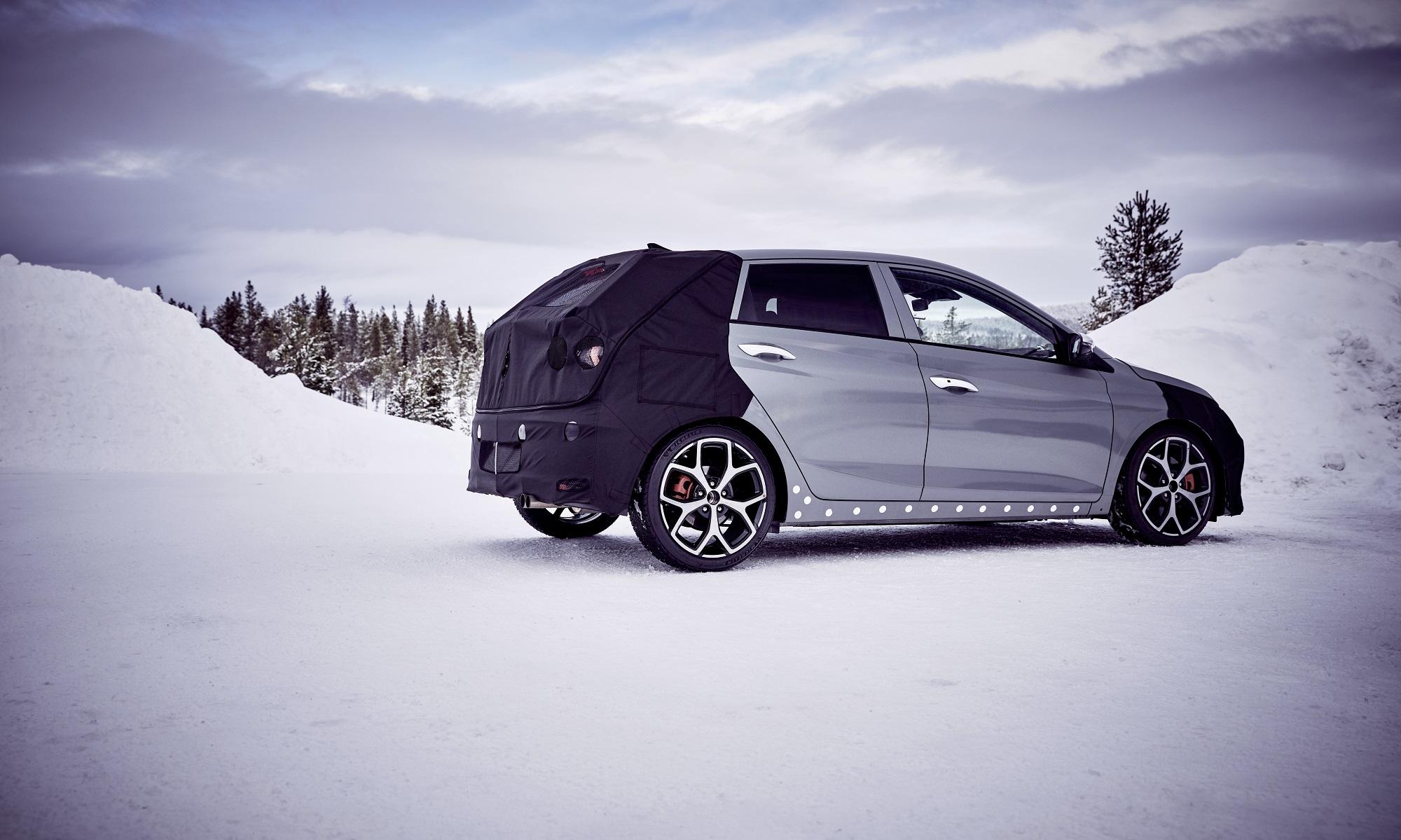 Hyundai ukazuje vo videu ostrý model i20 N. Preveril ho Thierry Neuville