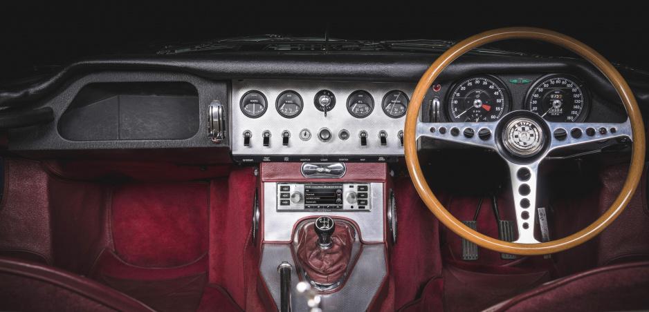 Jaguar Land Rover ponúka modernú navigáciu aj do starých áut a veteránov