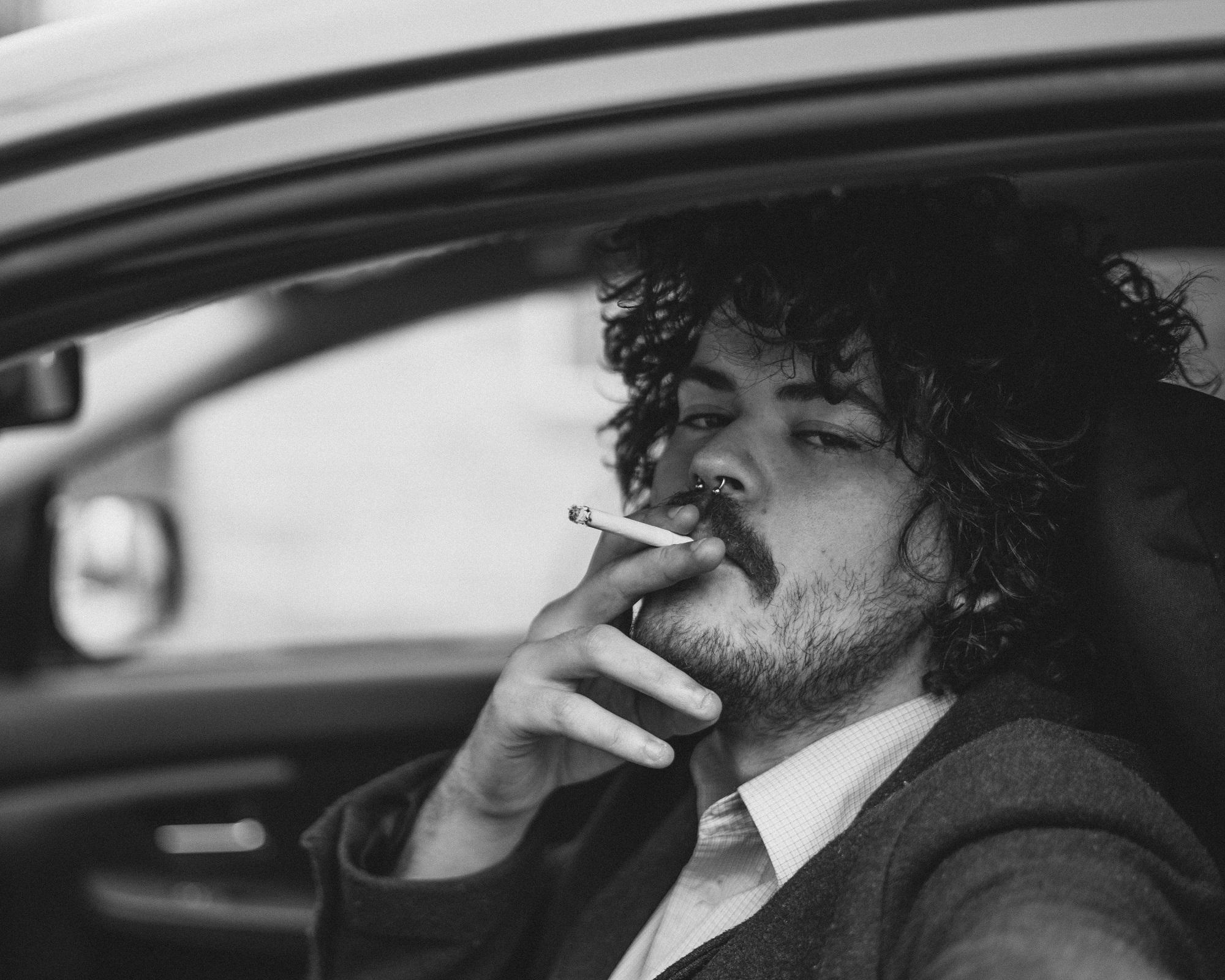 Jednoduché triky, ktorými zbavíte váš interiér zápachu z cigariet