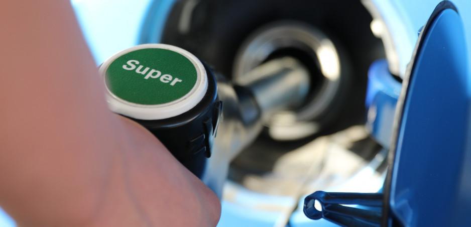 Koronavírus tlačí ceny palív nadol