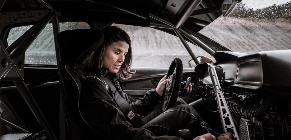Kráľovná púšte - Laia Sanz - osedlá vo vytrvalostných pretekoch Cupru TCR