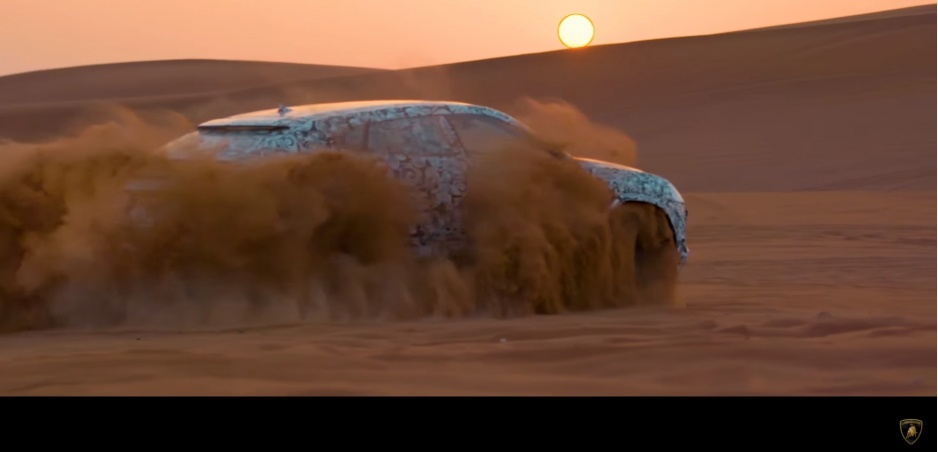 Lamborghini Urus, svoje prvé SUV výrobca predviedol v púšti