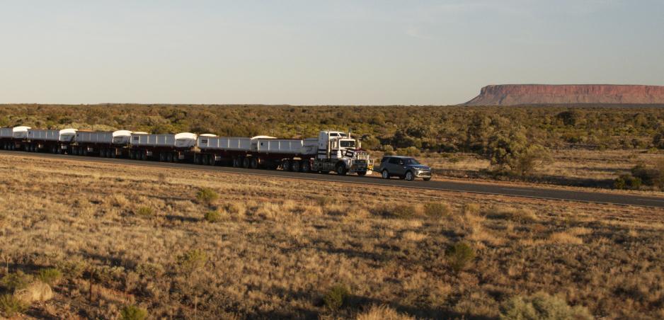 Land Rover Discovery na čele austrálskeho road trainu: Ďalší challenge splnený