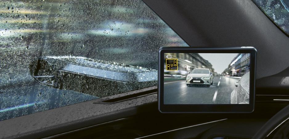Lexus ES dostane kamery namiesto zrkadiel už aj v Európe. Zlé počasie im neprekáža