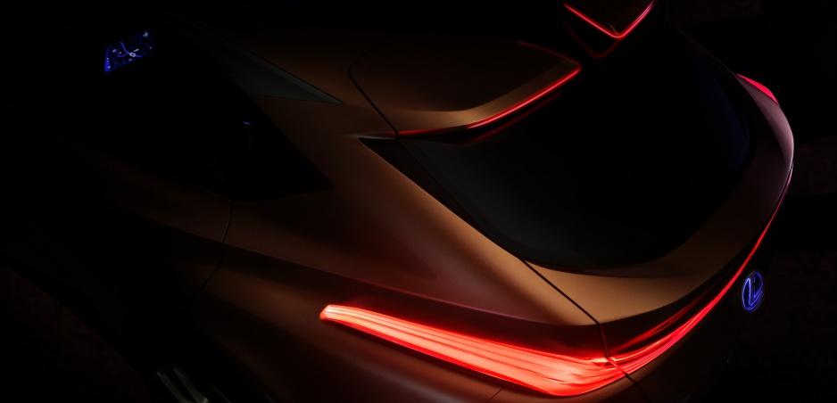 Lexus začína s odhaľovaním konceptu luxusného SUV LF-1