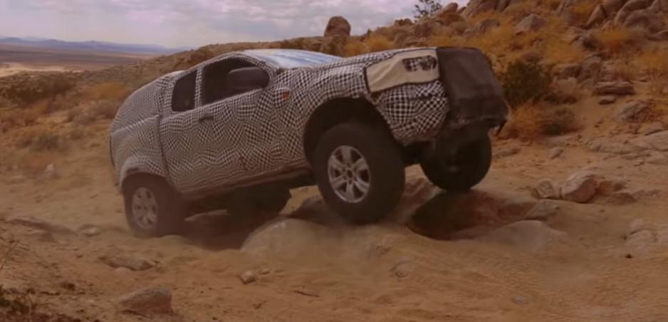Maskovaný Ford Bronco ukazuje svaly v teréne. Predávať sa bude aj v Európe