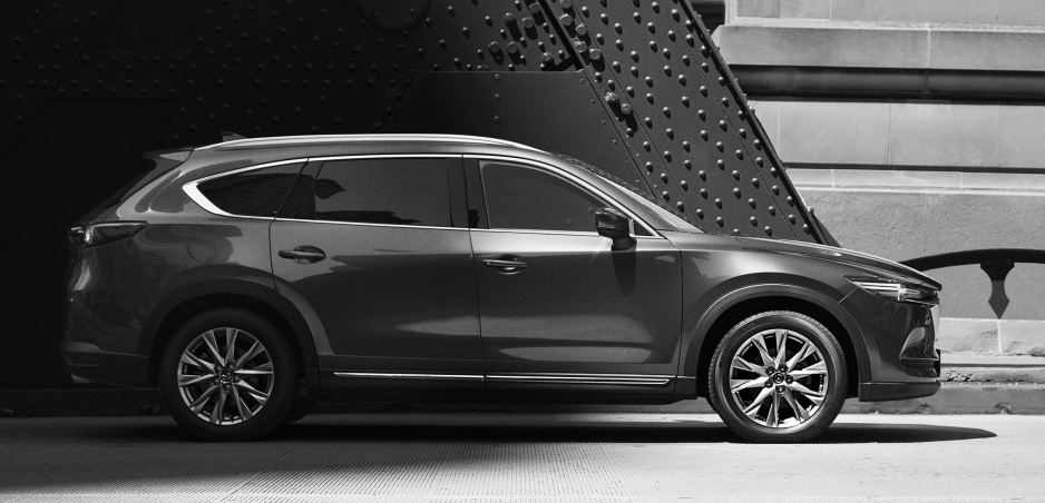 Mazda ukázala prvé fotografie šesťmiestneho crossoveru CX-8