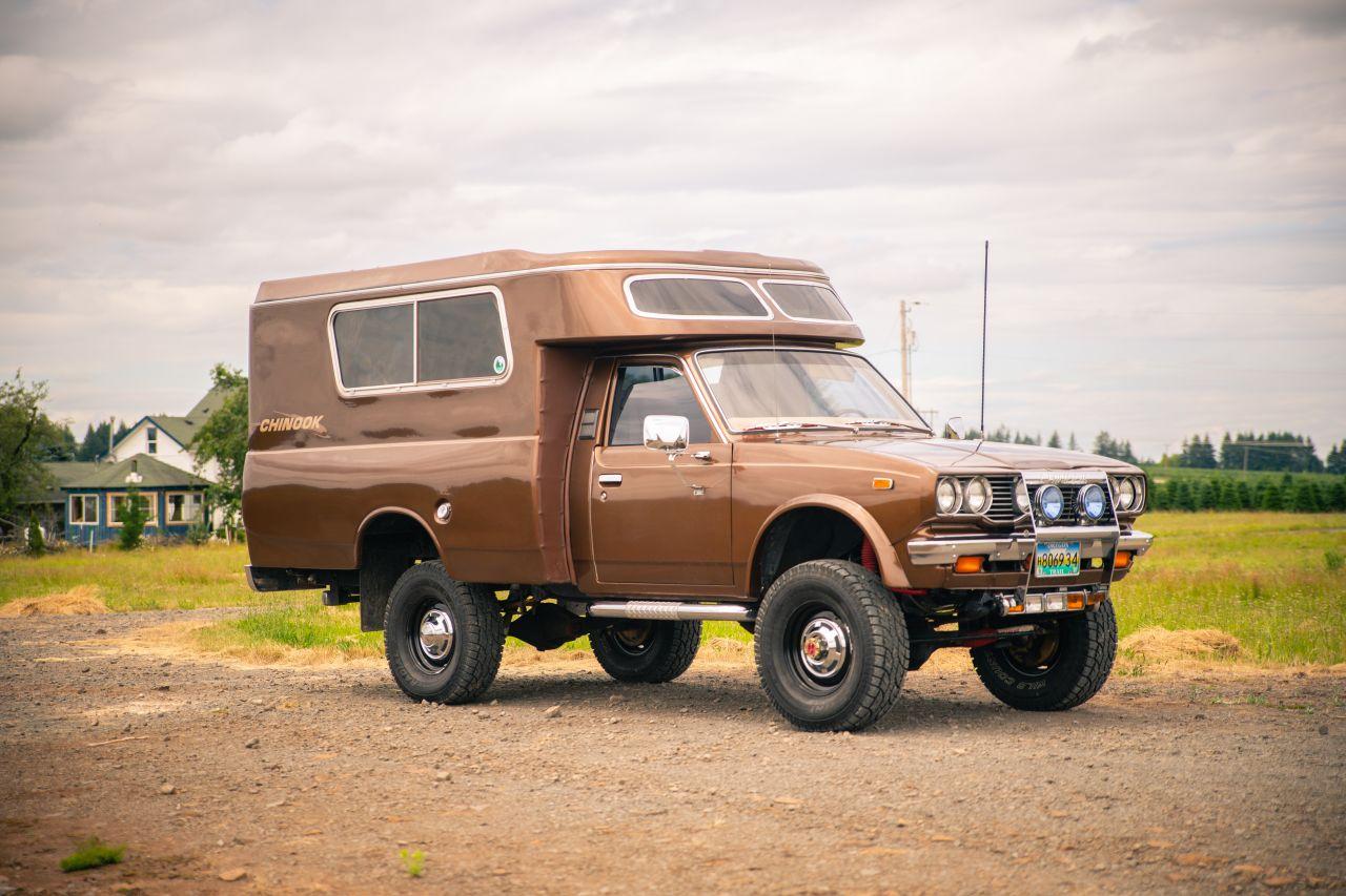 Mechanik prestaval Hilux na obytné auto. Po 30 rokoch bol predaný za 49 000 dolárov