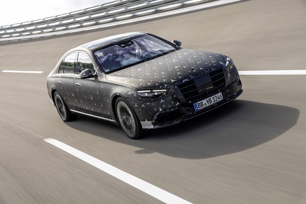 Mercedes S spája head up displej s rozšírenou realitou (video)