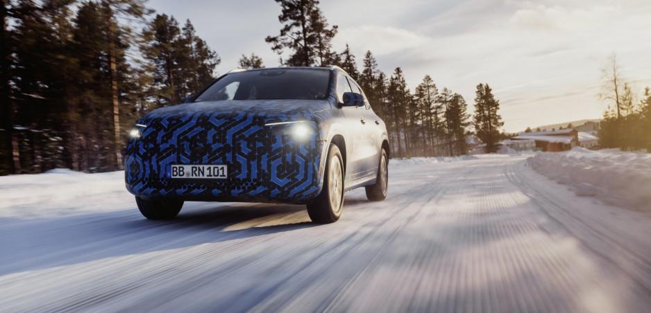 Mercedes testuje prototypy elektrického EQA vo Švédsku