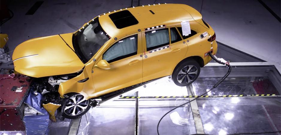 Mercedes vykonáva crash testy už 60 rokov