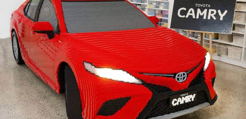 Na stavbu tejto Toyoty Camry spotrebovali polmilióna kociek lega