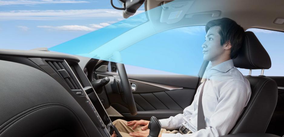 Nissan už tento rok dovolí šoférovi dať ruky dole z volantu, zatiaľ na diaľnici
