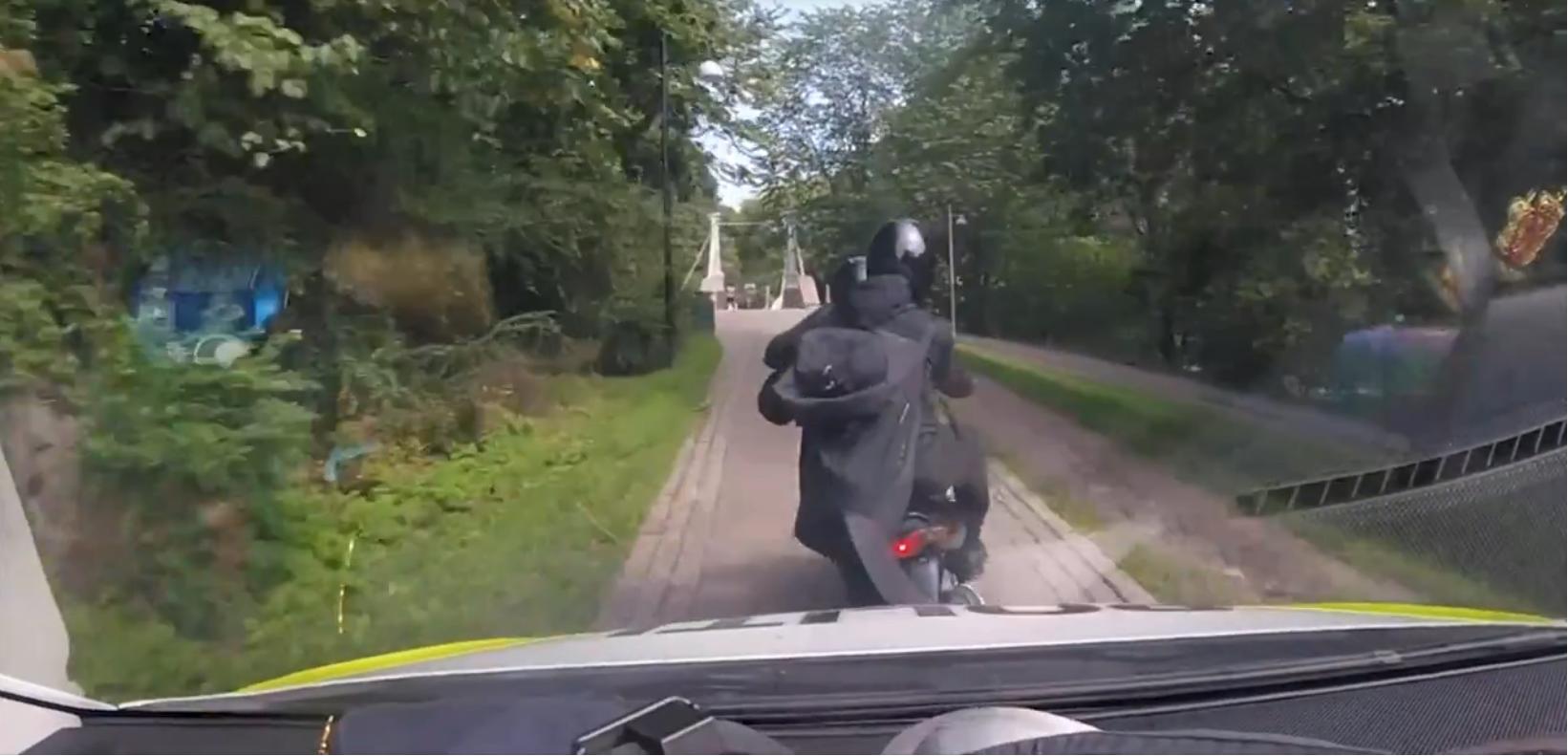 Nórskym policajtom radšej neunikajte. V tomto videu sú nekompromisní
