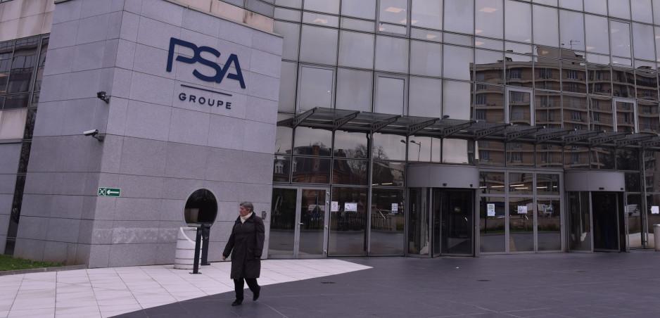 Peugeot, Citroen a Opel zastavili výrobu v Európe pre koronavírus