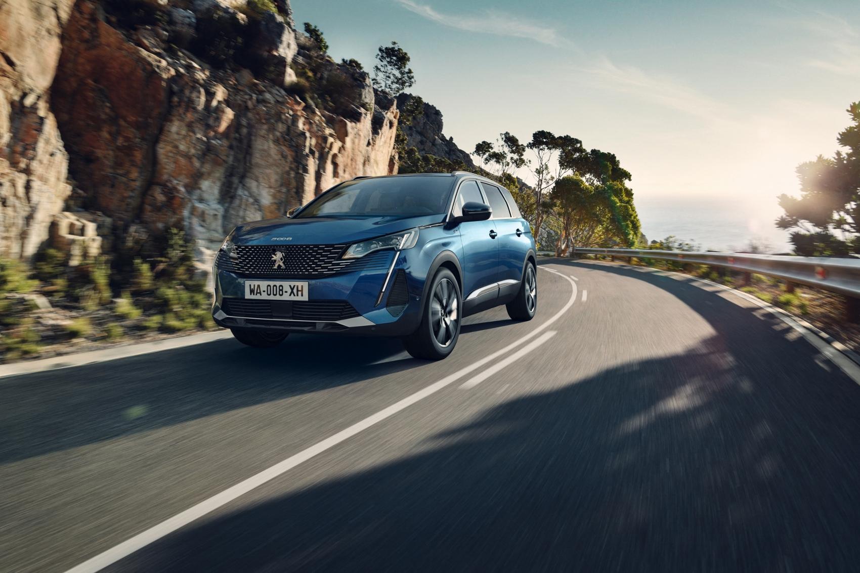 Peugeot modernizoval SUV 5008. Zmeny sú rovnaké ako u menšieho súrodenca 3008
